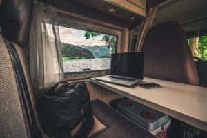 How To Make Money Online and Travel While Living In an RV 1